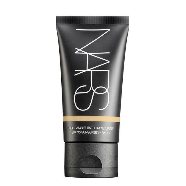 透明感のある肌へ導くおすすめファンデーション NARS(ナーズ) ピュアラディアント ティンティッドモイスチャライザー