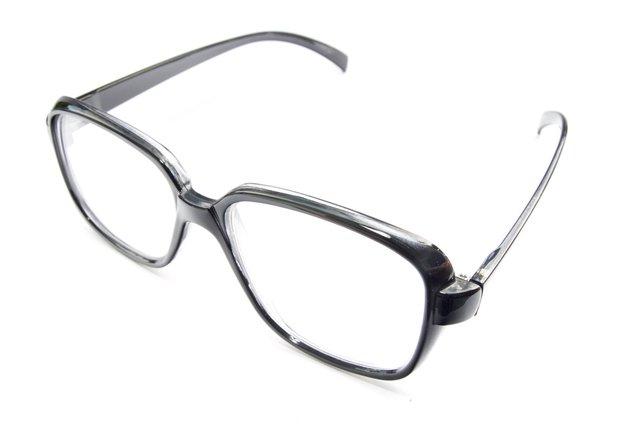 ウェリントン型のメガネの写真