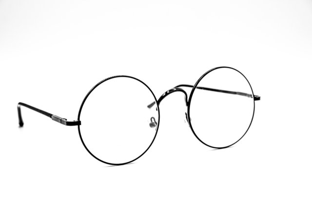 ラウンド型のメガネの写真