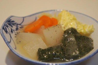 よもぎ餅と野菜の塩鍋